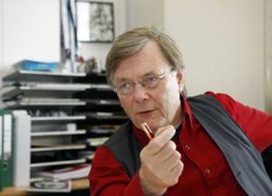 """Osterhaus in 2005: """"Er is nu besloten voor dertig procent van de Nederlandse bevolking voorraden aan te leggen; dat is ook genoeg, want niet iedereen wordt ziek of tegelijk ziek."""""""