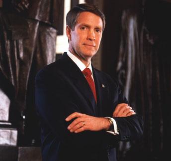 De uiterst corrupte senator Bill Frist, lid van de Senaat, maar was gewoon lid van een boevenbende die met farmaceuten samenheult.