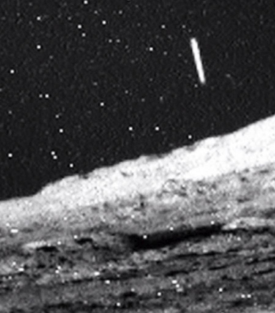 Dat het heelal wemelt van leven is geen vraag meer, maar een zekerheid. Foto's als deze, van UFO's op Mars, zijn eerder regelmaat dan uitzondering.