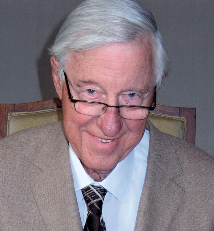 De bijna 90-jarige Hans Moolenburgh, vitaal als ooit tevoren! Hans Moolenburgh (1925), de éminence grise van de Nederlandse huisartsen. De huisarts-in-ruste Dr. Hans Moolenburgh is een uitermate erudiete voorvechter van het natuurlijke evenwicht. Hij is de man die er o.a. voor heeft gezorgd dat jij niet elke dag fluoride via je drinkwater naar binnen krijgt.
