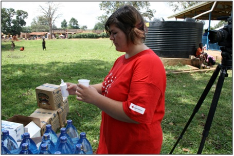 Foto van 'Kerstin', de Duitse vrijwilligster in Oeganda, die óók met MMS heeft gewerkt in het malaria-experiment