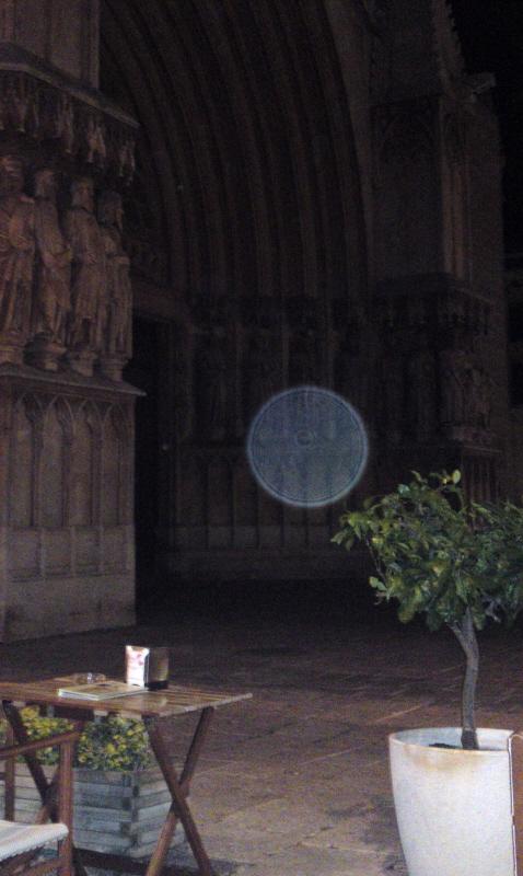 'Orb voor kerkingang' Margareth L.; Een van de ingezonden foto's van WantToKnow-bezoekers. (Klik voor artikel)