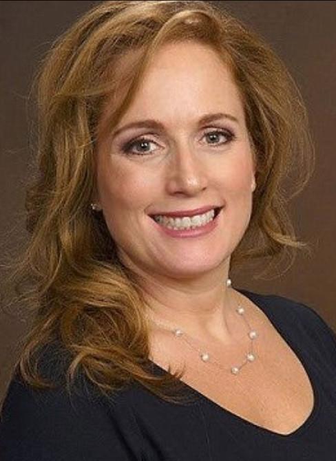 Dr. Teresa Stevers kwam speciaal voor -kennelijk een afspraak- terug naar het huis van haar gezin in Florida, waar haar moordenaar(s) haar van het leven beroofden. Haar man en dochters waren op een korte trip elders.