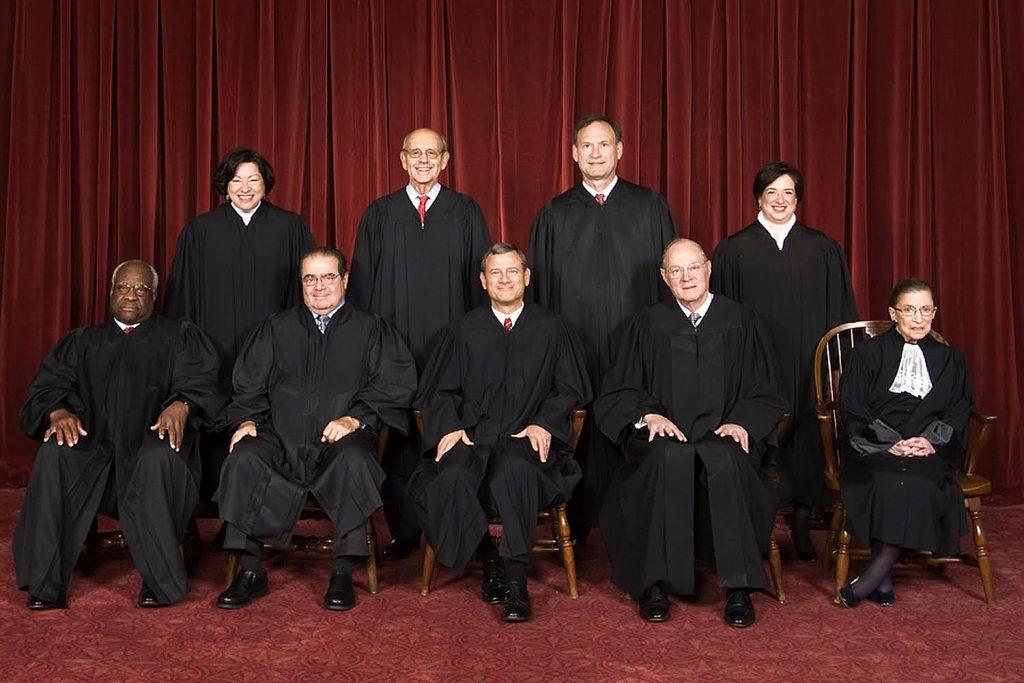 De 9 leden tellende Hoger Raad in de VS is het hoogste rechtsorgaan in de VS en benoemingen worden door presidenten gedaan. Dit is de Hoger Raad, zoals die in 2010 was geïnstalleerd.