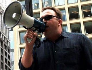 Alex Jones is een man die 'zijn' waarheid het liefst van de daken schreeuwt! En terecht zo blijkt steeds meer..!