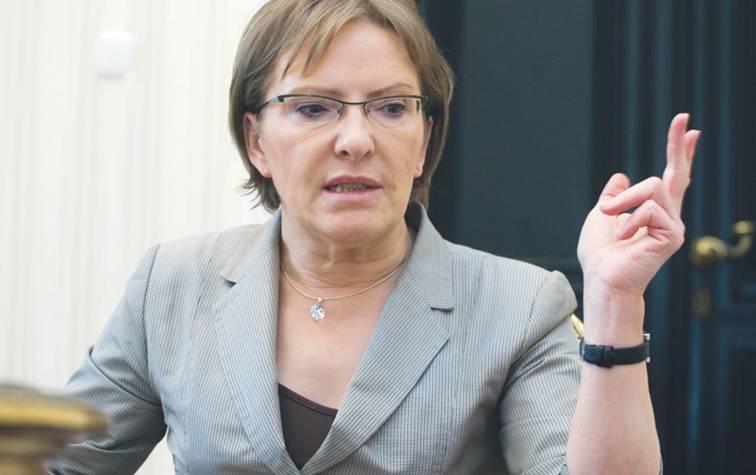 Een dapper wijf.. zo simpel is het.. Ewa Kopecz, de Poolse minister van Volksgezondheid. Laat zich niet ringeloren door Big Pharma.