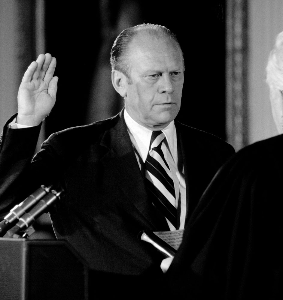 Gerald Ford wordt beëdigd als 38 ste president van de VS.