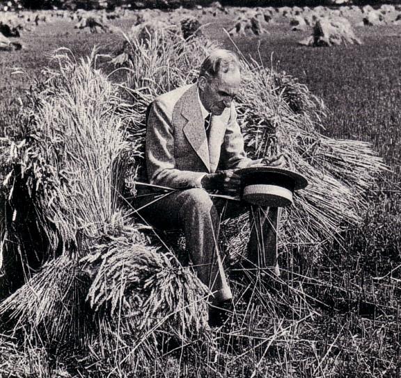 Henry Ford in het eerste Soja-kostuum, weinigen weten dat Ford met hart en ziel zocht naar balans tussen People, Planet en Profit..!