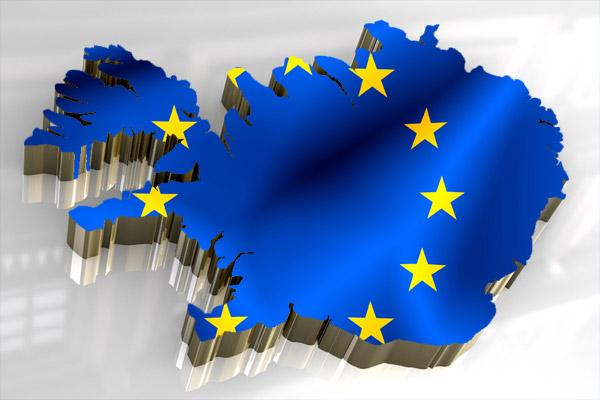 IJsland is nog geen lid van de Europese Unie, maar heeft op 23 juli 2009 het EU-lidmaatschap aangevraagd. Het land is lid van de Europese Vrijhandelsassociatie (EVA), samen met Noorwegen, Zwitserland en Liechtenstein, en in 1992 tekende IJsland het EER-akkoord met de Europese Unie, dat was ontworpen om EVA-landen deel uit te laten maken van de Europese markt zonder lid van de EU te hoeven zijn.