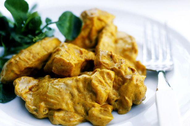 Kip met een curry van o.a. kurkuma. Uit diverse wetenschappelijke onderzoeken, bijvoorbeeld in universiteitsziekenhuizen, blijkt de positieve invloed van Kurkuma op het kankergenezingsproces!