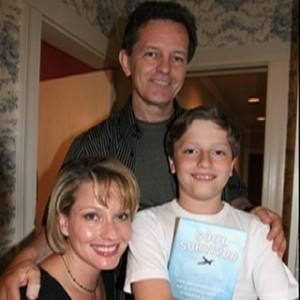 James op 11-jarige leeftijg, met zijn ouders