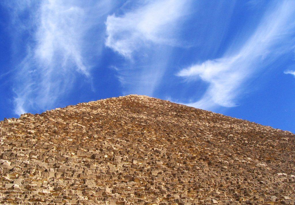 piramides brug tussen hemel en aarde
