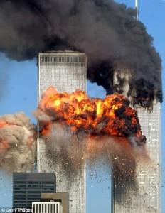 Wist jij dat Bin Laden officiële pers verklaringen, aanvankelijk te kennen gaf, dat hij geen enkele rol had gespeeld in de aanslag op de 'Twin Towers'..?