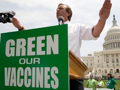 Robert Kennedy jr. in één plaatje. Niet tegen vaccins, maar tegen de 'wijze' waarop ze worden voorzien van risico-volle adjuvants.