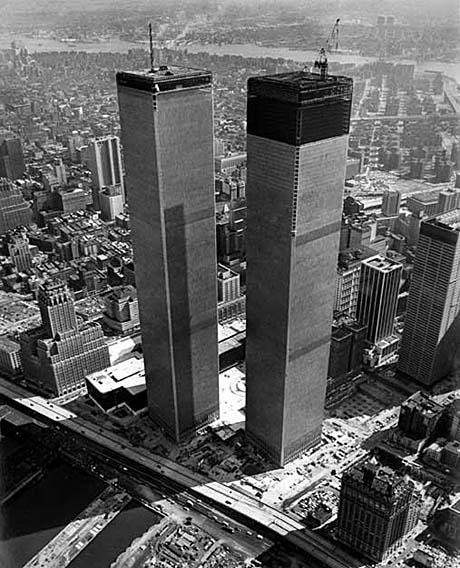 Dat 2 massief stalen torens sneuvelden in een krachtenveld dat zich direct daarna meteen uitte in dualiteit, is de symboliek ten top in dit geval. 11 in dualiteit of 11 in Eenheid?